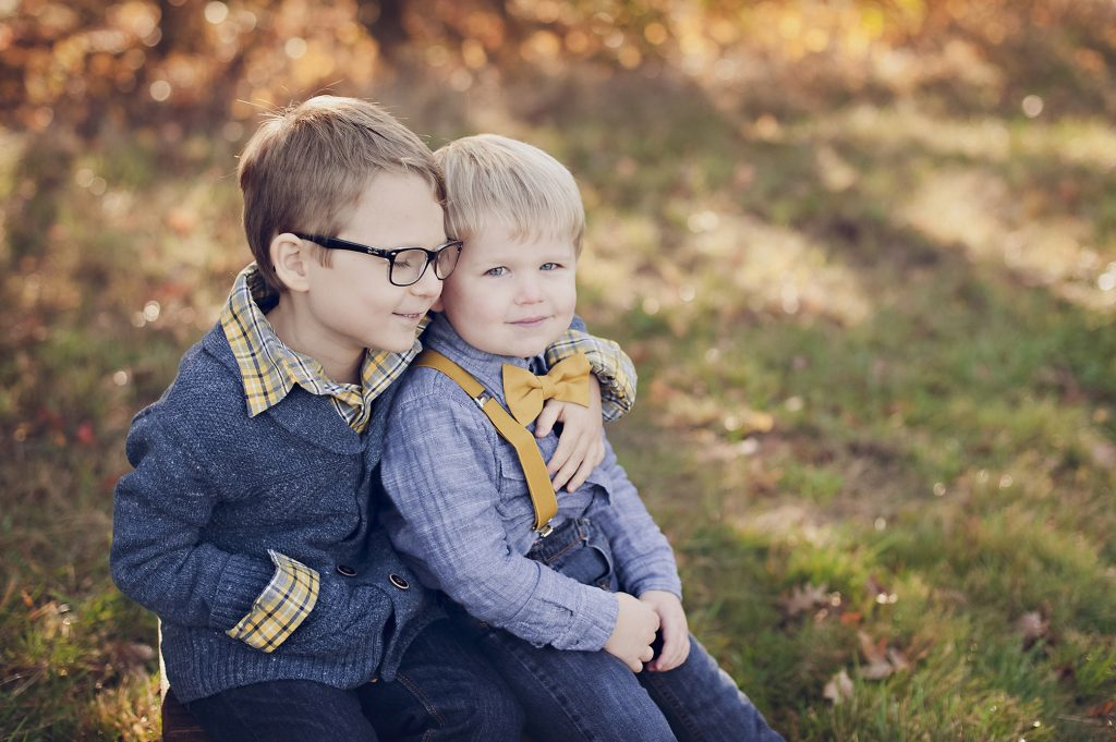 two brothers together during family photos.